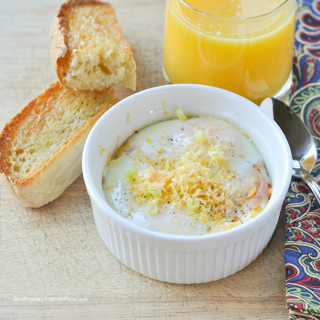 Baked Eggs with Ham and Cheddar